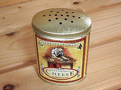 パスタ/粉チーズ缶